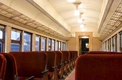 Interior de un tren del pullman de los años 30 Imágenes de archivo libres de regalías