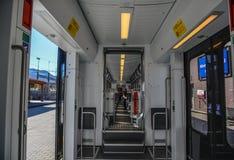 Interior de un tren escénico moderno fotos de archivo libres de regalías