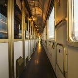 Interior de un tren - pasillo Imágenes de archivo libres de regalías