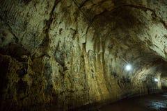 Interior de un tubo de lava en las Islas Galápagos Imágenes de archivo libres de regalías