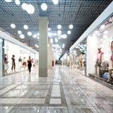 Interior de una alameda de compras Fotografía de archivo