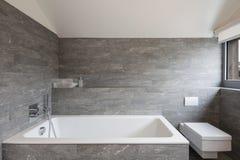 Interior de una casa, cuarto de baño Fotografía de archivo