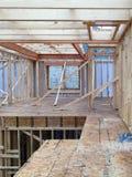 Interior de una construcción de la nueva casa en comunidad Imagen de archivo libre de regalías