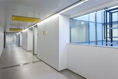 Interior de una emergencia del hospital Imagen de archivo libre de regalías