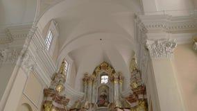 Interior de una iglesia almacen de metraje de vídeo