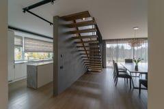 Interior de una nueva casa moderna foto de archivo libre de regalías