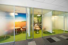 Interior de una oficina moderna foto de archivo libre de regalías