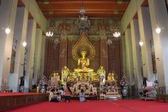 Interior de Wat Chanasongkram em Banguecoque, Tailândia Imagem de Stock