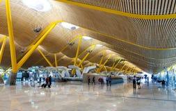 Interior del aeropuerto de Barajas   en Madrid, España fotos de archivo