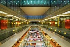 Interior del aeropuerto de Dubai International Imagenes de archivo