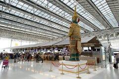 Interior del aeropuerto de Suvarnabhumi Foto de archivo libre de regalías