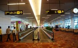 Interior del aeropuerto internacional de Nueva Deli Imagen de archivo libre de regalías