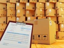 Interior del almacén de distribución, envío de los paquetes, transporte de la carga y concepto del servicio de entrega Imagen de archivo libre de regalías