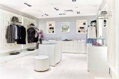 Interior del almacén de ropa Imagen de archivo