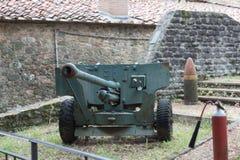 Interior del armamento de la fortaleza antigua del alto de Montecatini, Toscana, Italia fotos de archivo