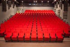 Interior del auditorio del cine Imágenes de archivo libres de regalías