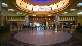 Interior del casino en el mundo Sentosa de los centros turísticos imagenes de archivo