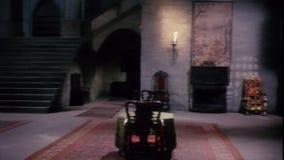 Interior del castillo con la chimenea almacen de metraje de vídeo