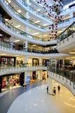 Interior del centro comercial Imagenes de archivo