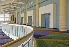 Interior del centro de convención imagenes de archivo