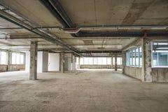 Interior del centro de negocios bajo construcción Fotos de archivo libres de regalías