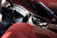 Interior del coche con los claves olvidados Imagen de archivo libre de regalías