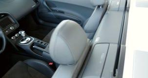 Interior del coche de carreras de lujo Audi R8 almacen de video