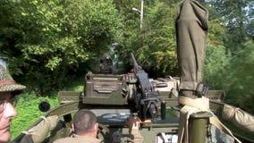 Interior del coche de explorador militar ww2 almacen de video
