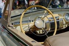 Interior del coche del vintage del faetón GAZ-12 (ZIM) - acción Foto de archivo