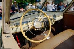 Interior del coche del vintage del faetón GAZ-12 (ZIM) - acción Fotografía de archivo libre de regalías