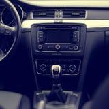 Interior del coche moderno lujoso foto de archivo