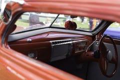 Interior del coche del vintage con los dados foto de archivo libre de regalías