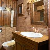 Interior del cuarto de baño de la pensión Imagenes de archivo