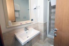 Interior del cuarto de baño del hotel Foto de archivo