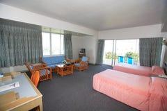 Interior del dormitorio, alcoba en el hotel, gallinero en el centro turístico de Asi Fotografía de archivo libre de regalías