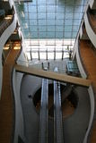 Interior del edificio escandinavo moderno Imagenes de archivo