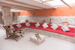 Interior del hotel hecho de ladrillos de la sal foto de archivo