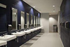 Interior del lavabo público imágenes de archivo libres de regalías