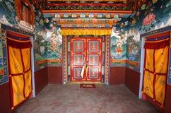 Interior del monasterio budista, muktinath Imágenes de archivo libres de regalías