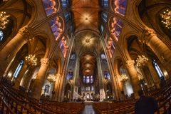 Interior del Notre-Dame de Paris foto de archivo