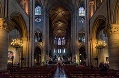 Interior del Notre Dame de Paris en París, Francia fotos de archivo libres de regalías