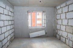 Interior del nuevo cuarto sin el acabado Fotos de archivo