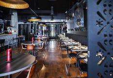 Interior del nuevo restaurante Foto de archivo libre de regalías