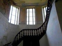 Interior del palacio abandonado en Bielorrusia Fotografía de archivo libre de regalías