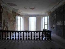 Interior del palacio abandonado en Bielorrusia Fotografía de archivo