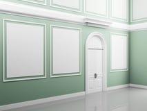 Interior del palacio con las paredes ligeras y la puerta blanca Imagen de archivo