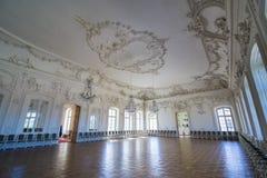 Interior del palacio de Rundale El Pasillo blanco Imagenes de archivo