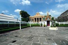 Interior del palacio magnífico en Bangkok. Foto de archivo