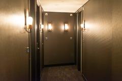 Interior del pasillo del hotel fotos de archivo
