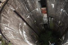 Interior del pozo del hormigón del Grunge Fotografía de archivo